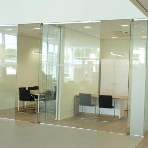 Glazen wand kantoorruimte